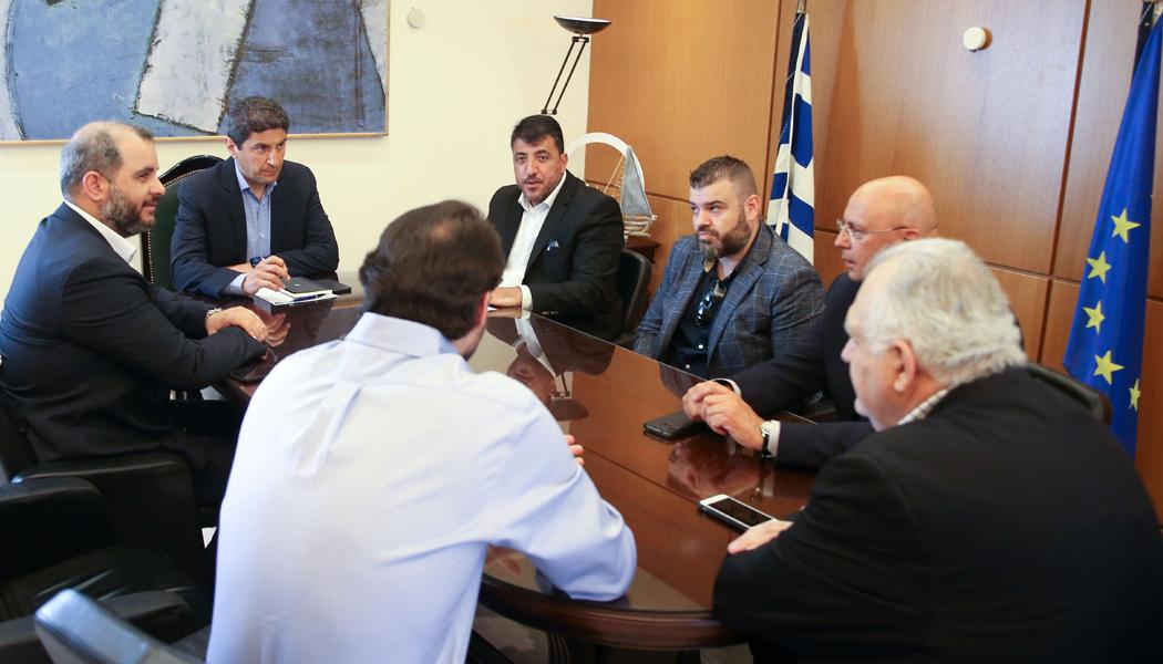 Συνάντηση με Super League 1 και τηλεοπτικούς παρόχους πρότεινε ο Αυγενάκης